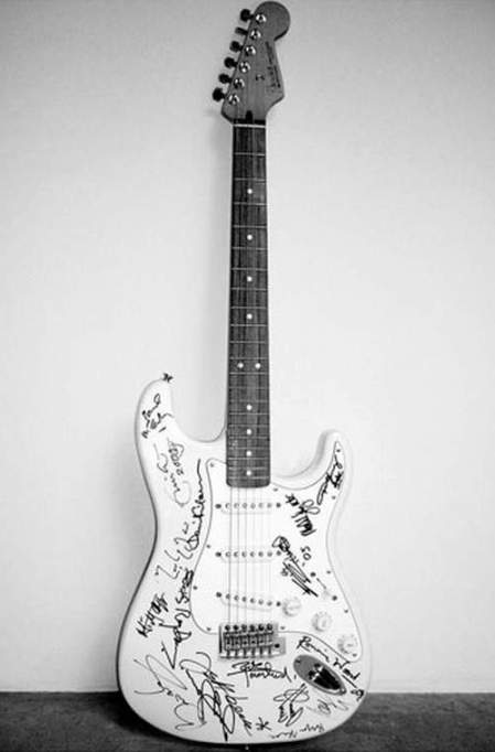 most-expensive-guitar-in-the-world-Reach