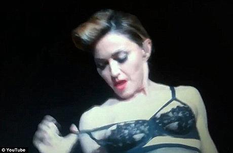 сиськи голые и довольные Madonna