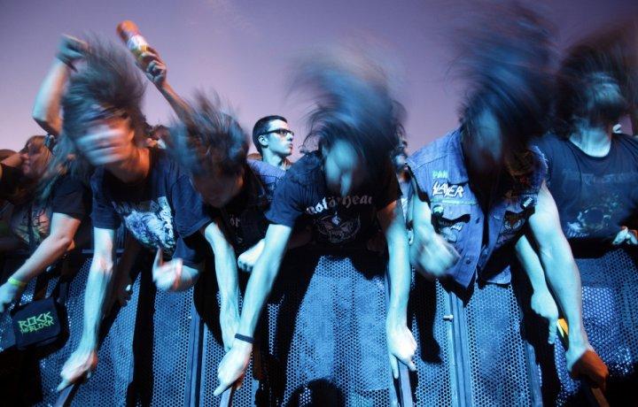 headbangig motorhead rock fans concert