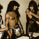Свой первый контракт в 1983 году группа подписала кровью