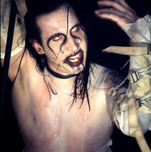 скандалы концертные происшествия Marilyn Manson