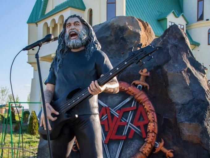 ukranian zoo araya statue