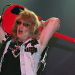 Цитата. Гитарист TWISTED SISTER о рок-ветеранах на сцене: «Смотреть, как Кит Ричардс и Ронни Вуд пытаются играть на гитарах — это чудовищный сраный опыт»