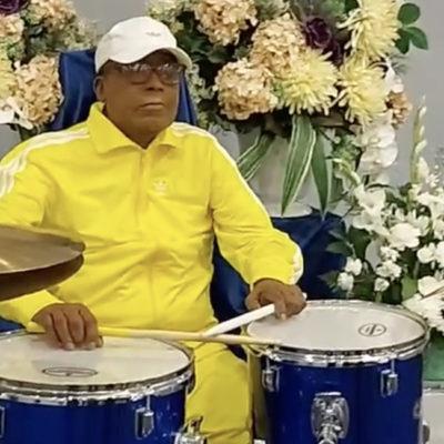 Канадский барабанщик «выступил» на собственных похоронах